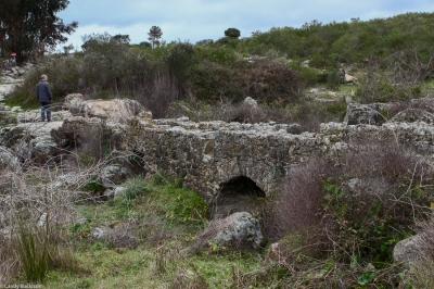 Roman bridge on walk around Flor de Rosa