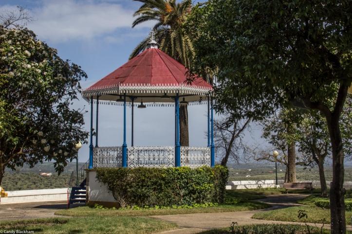 The Garden of Dr Santiago, Moura