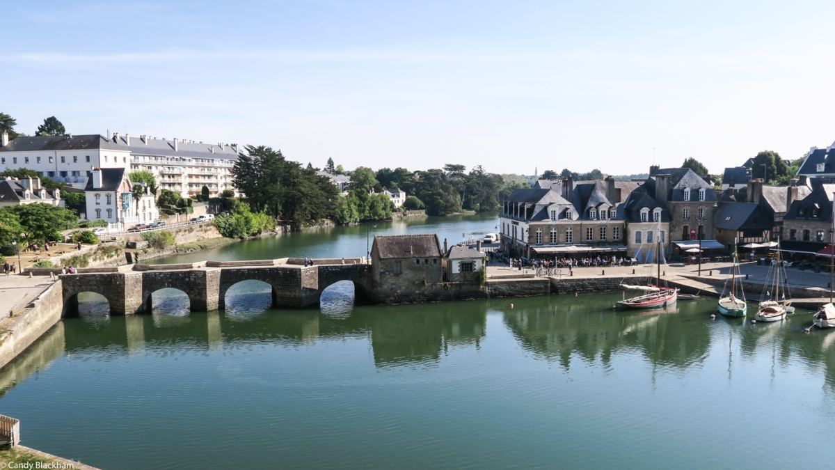 The Bridge of St Goustan (1295) & St Goustan on right bank of River Auray