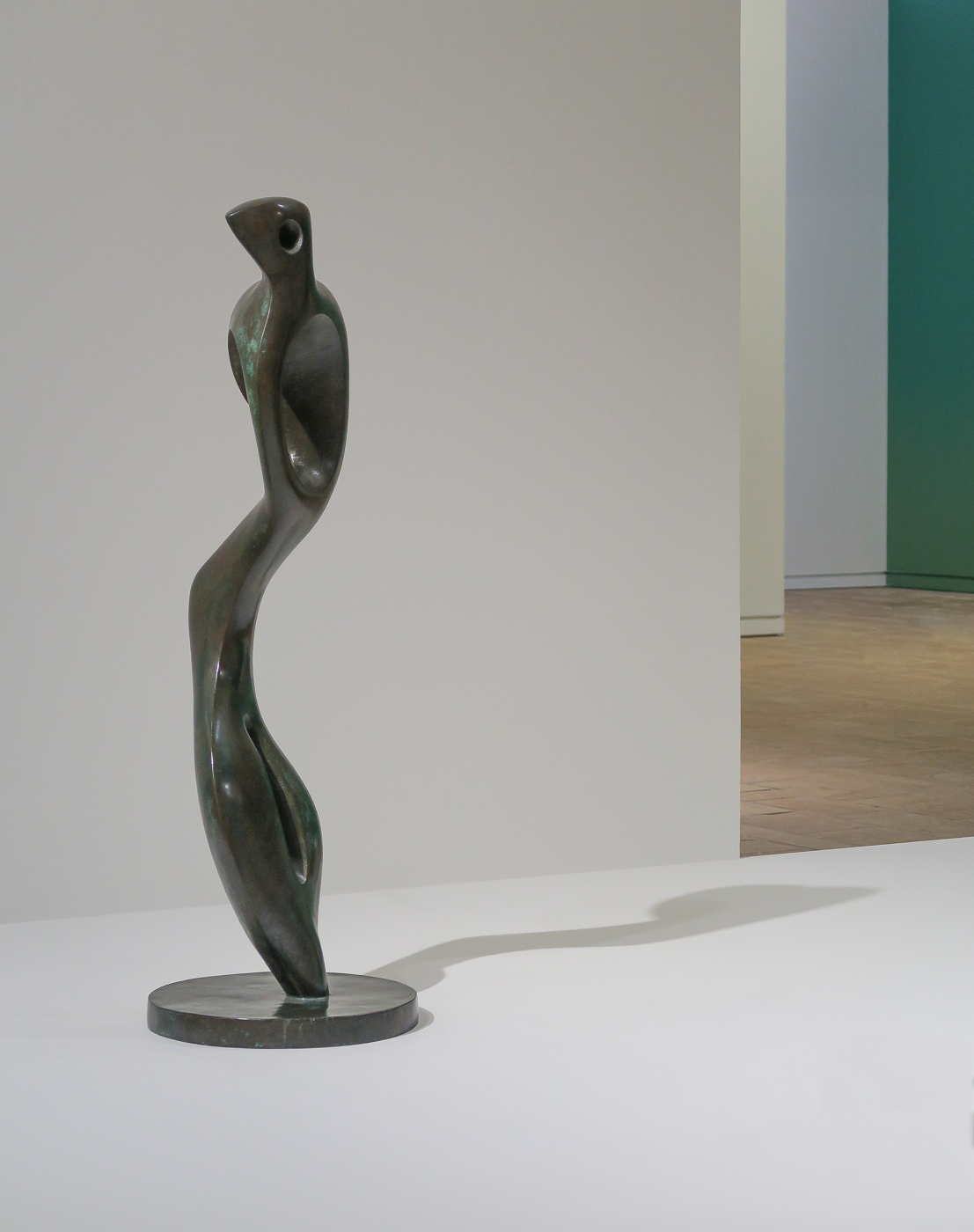 Henry Moore: Interior Form (1981)