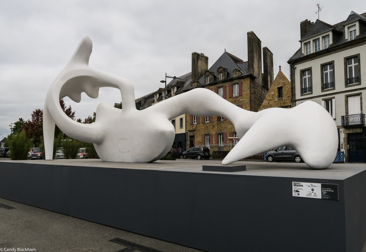 Henry Moore: Large reclining figure (1984)