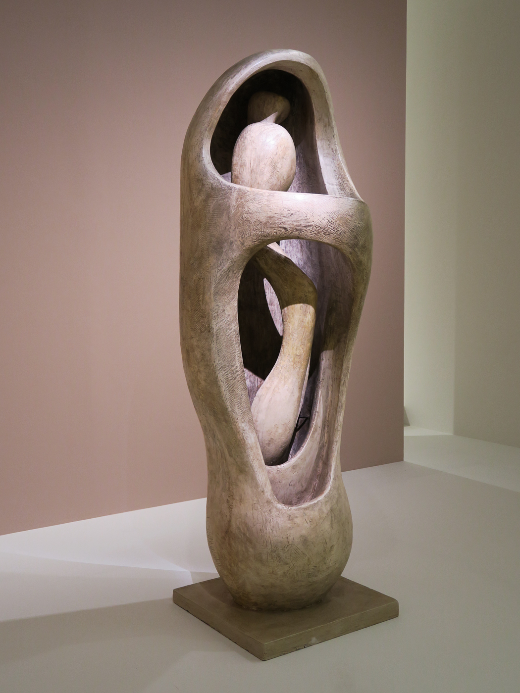Henry Moore: Internal/external form (1952-53)