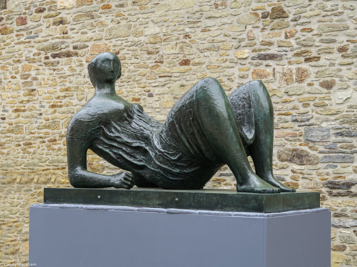 Henry Moore: Draped reclining figure (1952-53)