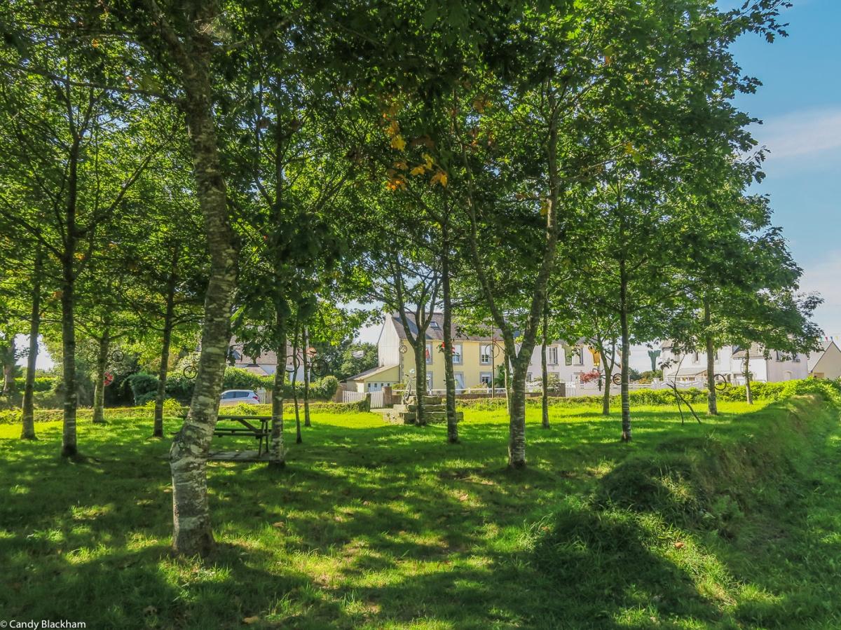 The Bois de l'Amour, La Feuillee