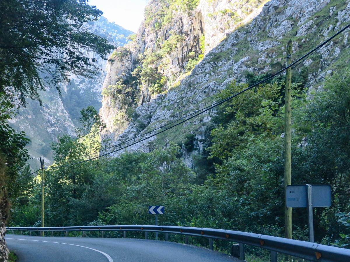Road, mountains, gorge