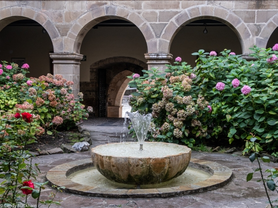 The fountain in the Cloister of San Toribio