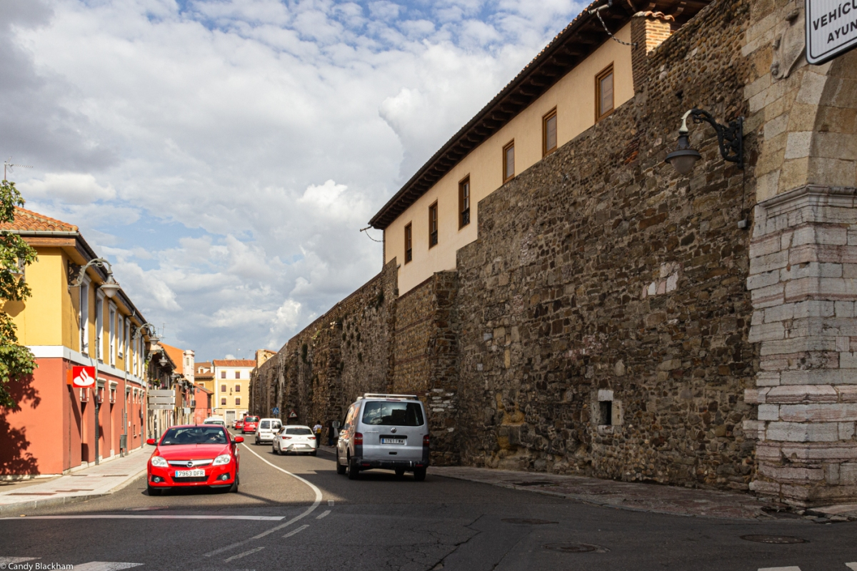 The walls along the Calle Carreras
