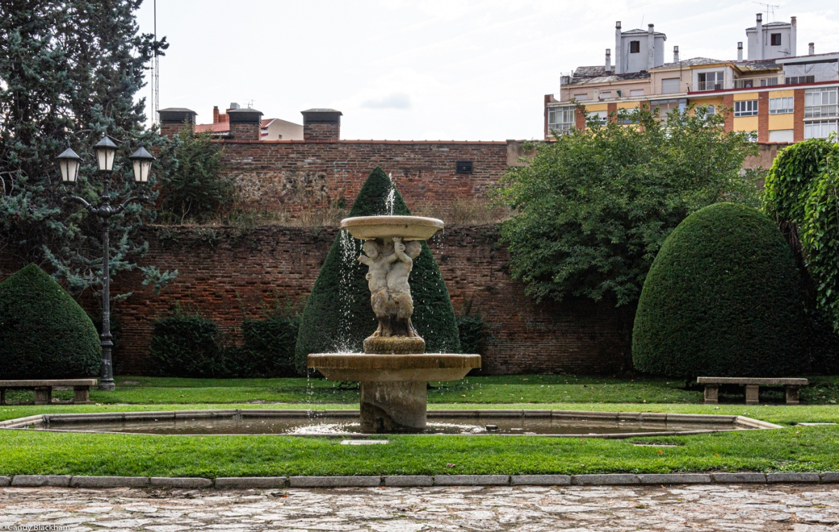 The wall in the Park del Cid