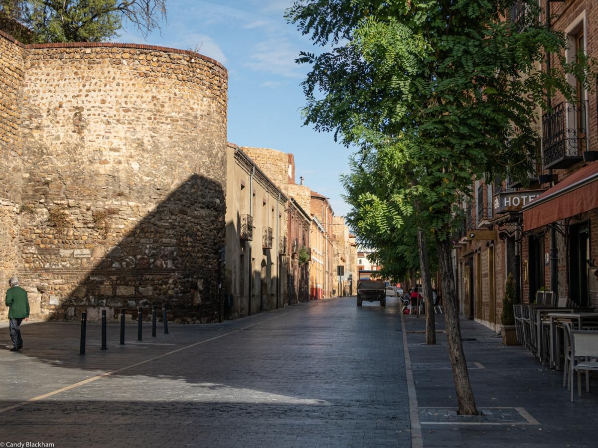 The Roman walls on the Av los Cubos