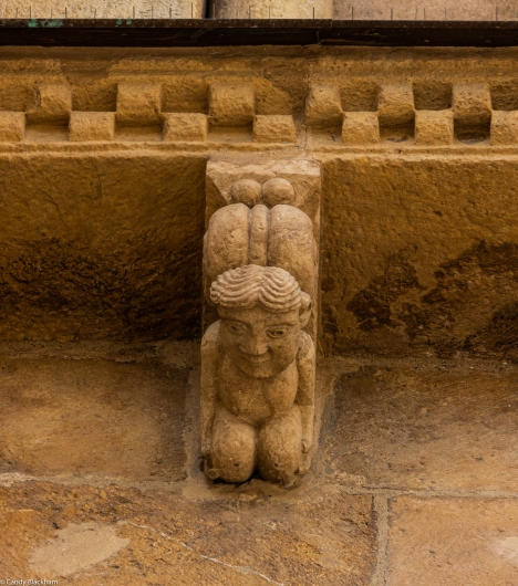 Carving above The Puerto de Perdon, San Isidoro